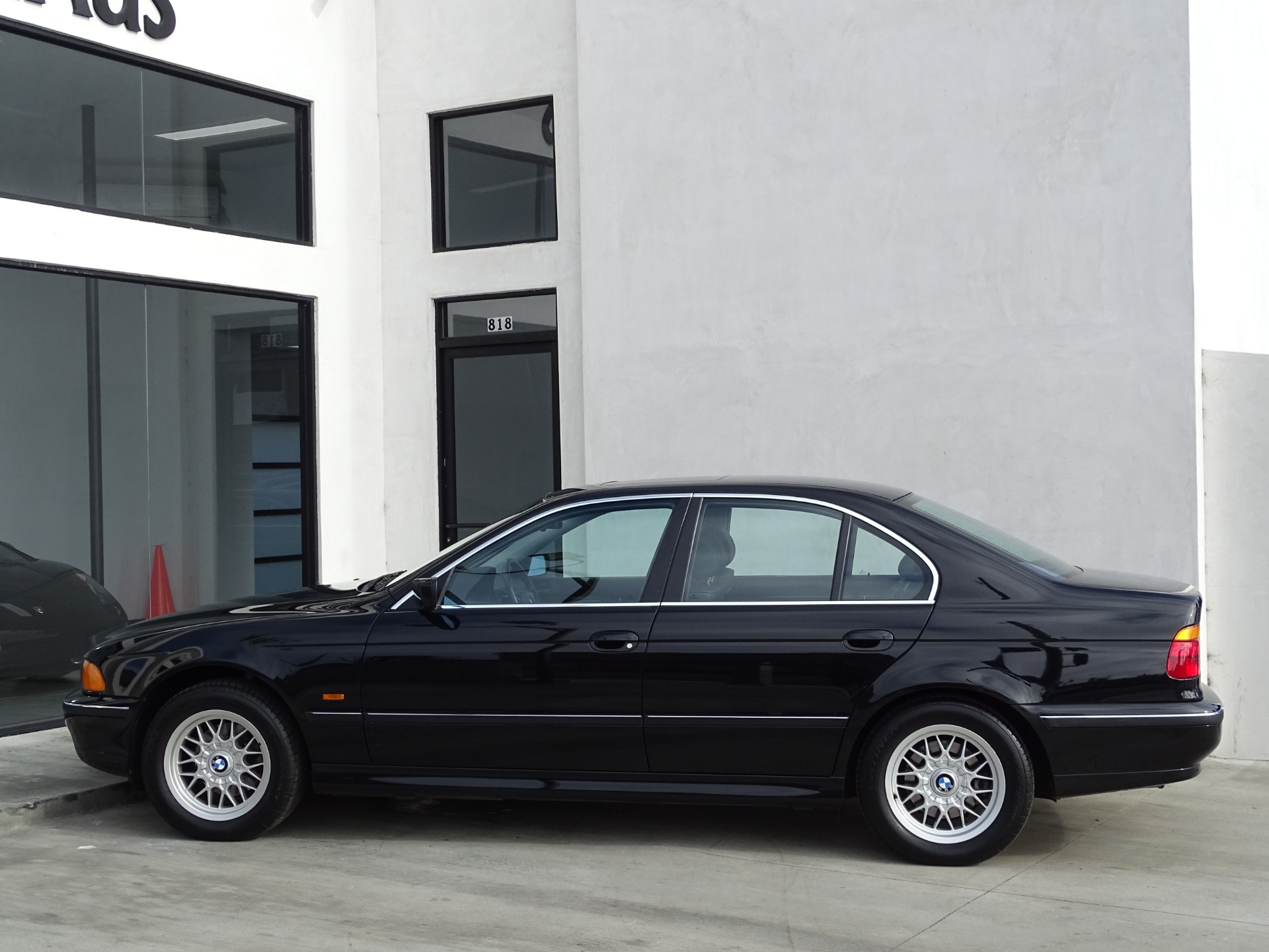 Used-2000-BMW-5-Series-528i
