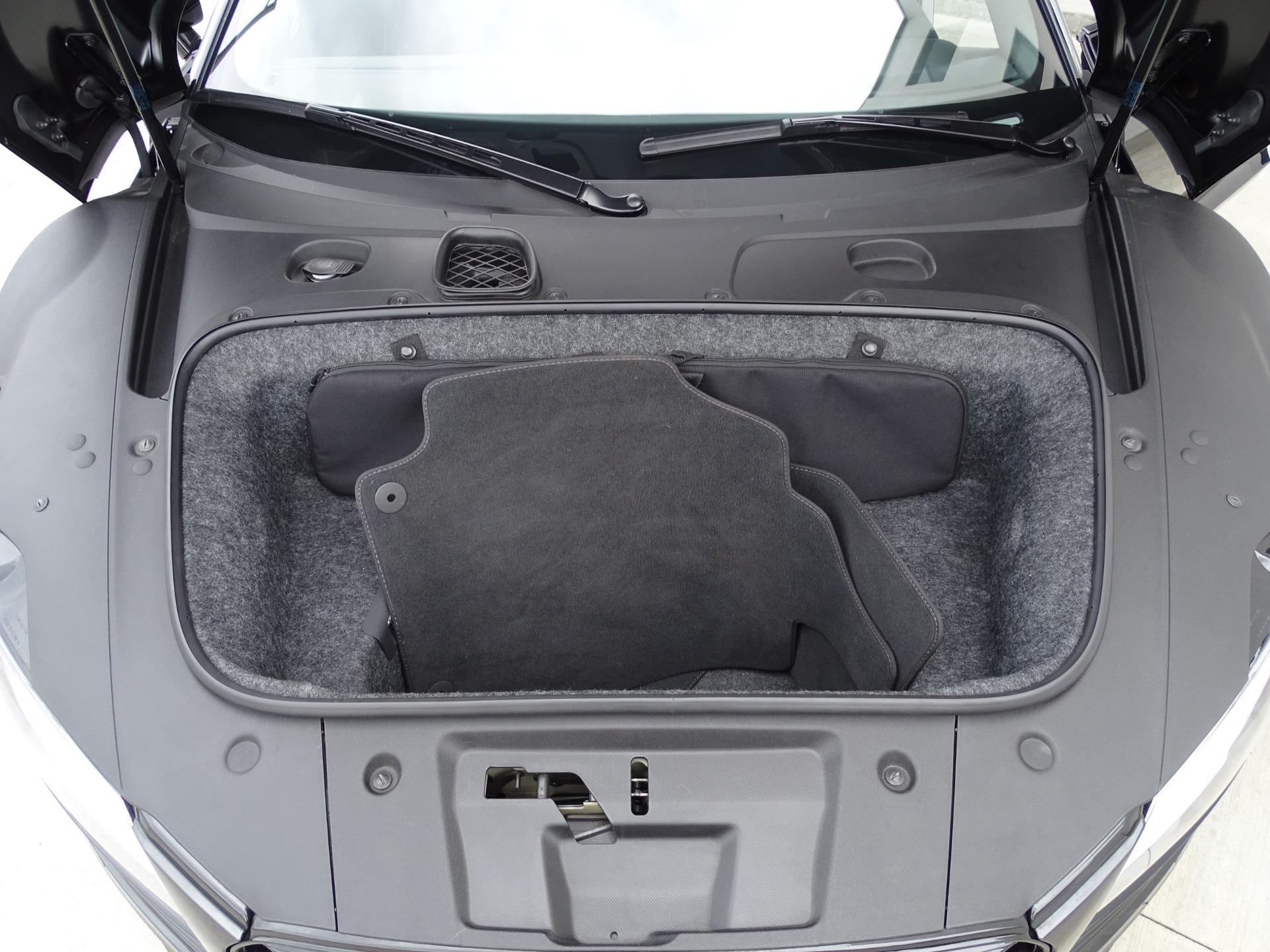 Used-2015-Audi-R8-52-quattro-Carbon-Spyder