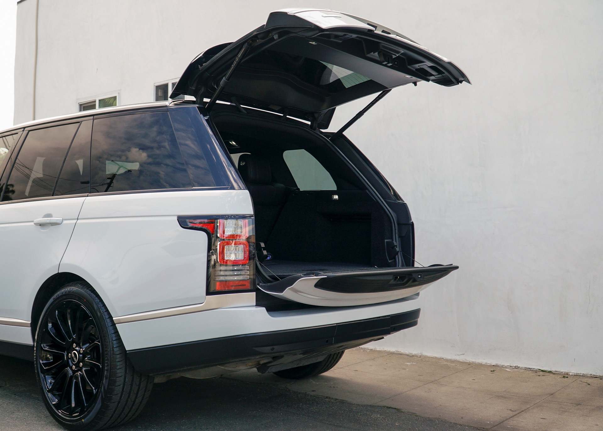 Used-2016-Land-Rover-Range-Rover-HSE-Td6