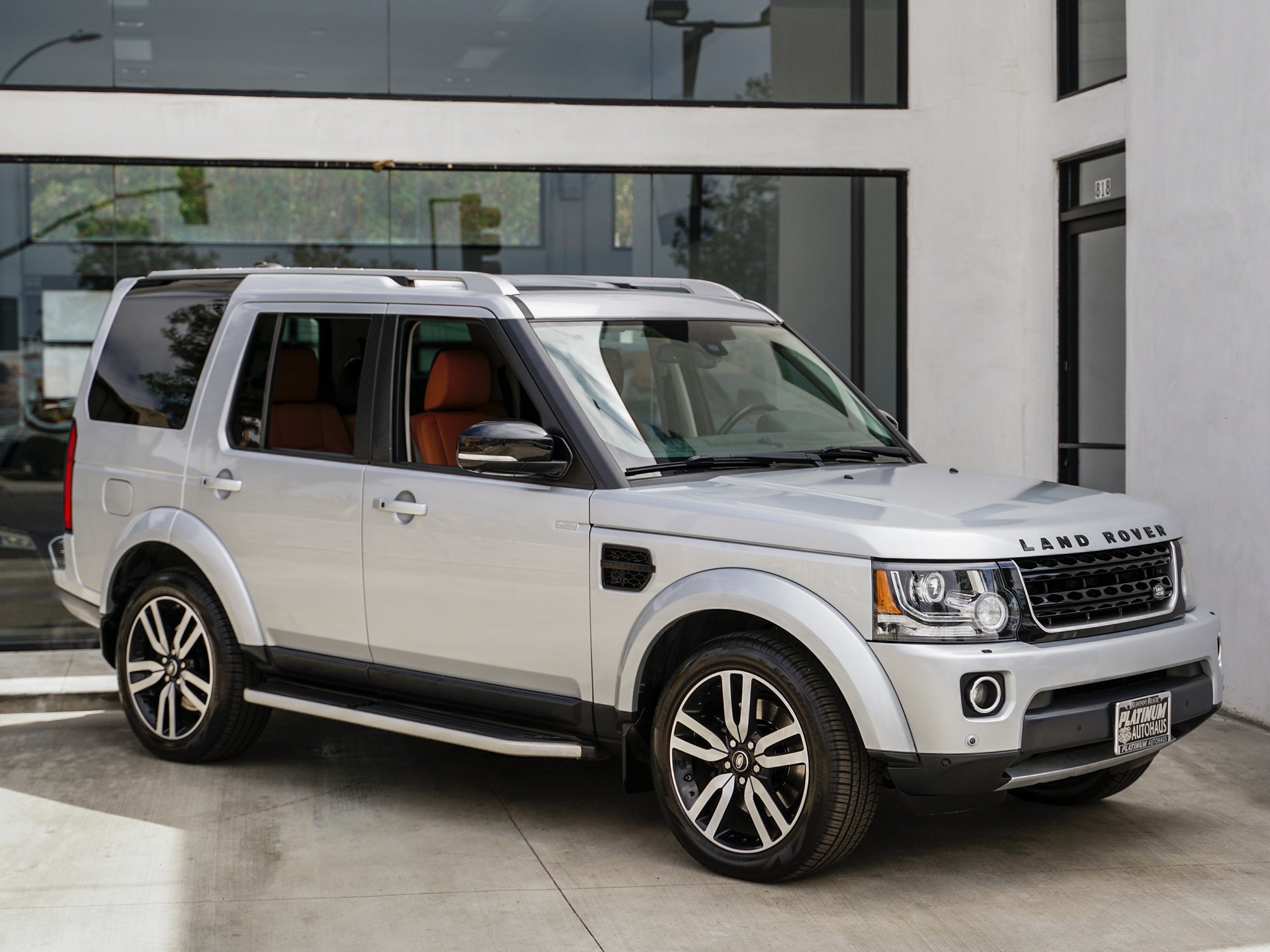Used-2016-Land-Rover-LR4-Landmark