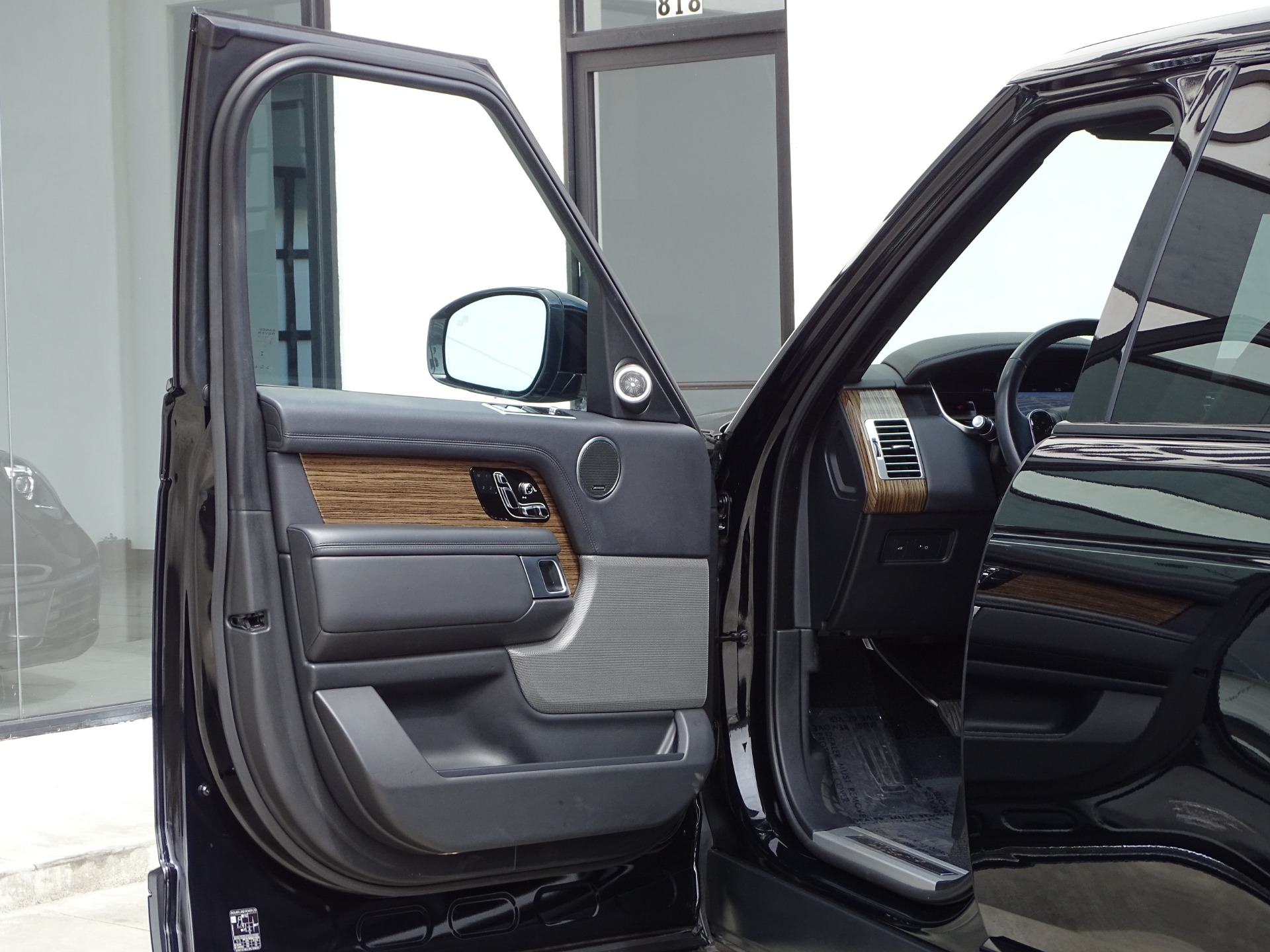 Used-2018-Land-Rover-Range-Rover-HSE