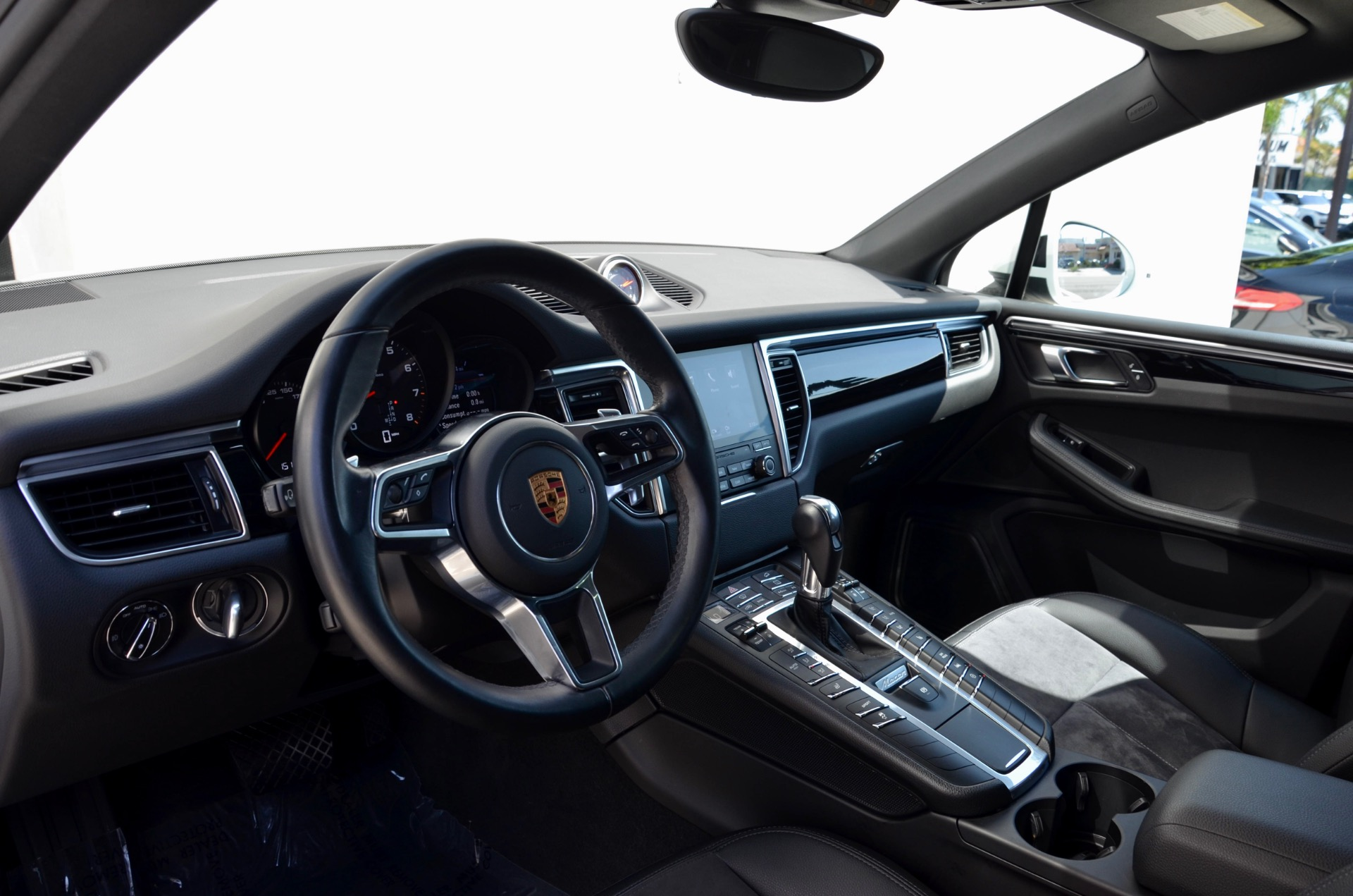 Used-2018-Porsche-Macan
